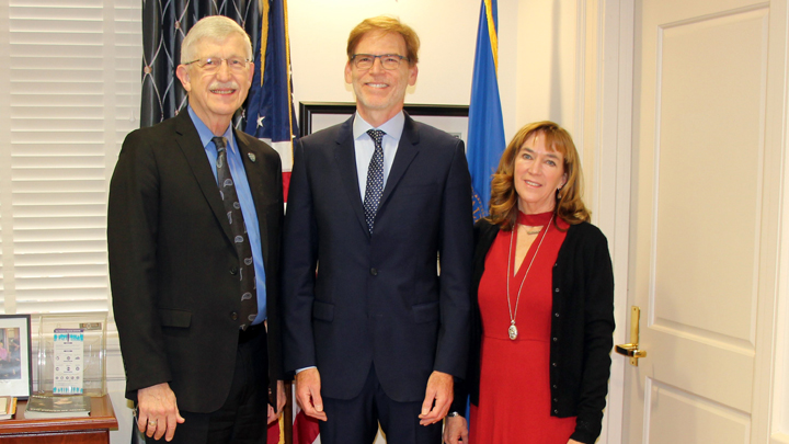 Dr. Francis Collins poses with Dr. Bruce Tromberg and his wife Patty Tromberg